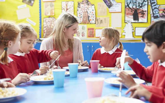 Motivos para hacerte monitor de comedores escolares