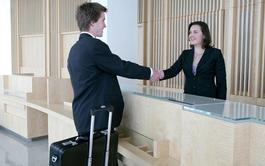 Curso virtual de Recepcionista de Hotel + Inglés profesional para el Turismo