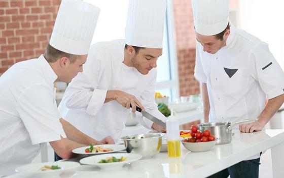 Curso online de jefe de cocina avalado por la urjc for Jefe de cocina alicante